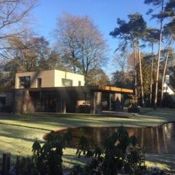 Villatuin in bosrijk villapark, Oisterwijk